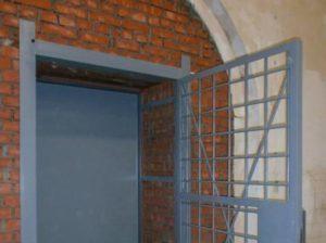 Комната хранения оружия — размер двери и оборудования в комнату хранения оружия. Требования МВД