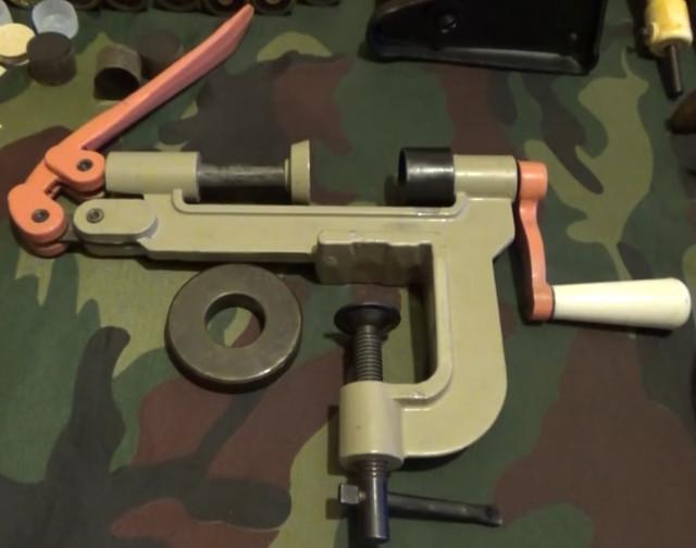 Патроны 12 калибра — где купить? Снаряжение патронов 12 калибра в домашних условиях на стонке